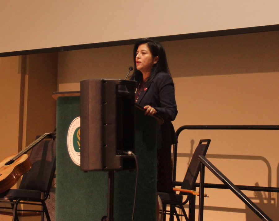 Keynote+speaker+Christine+Chavez%2C+granddaughter+of+Cesar+Chavez%2C+speaks+at+the+Cesar+Chavez+Legacy+Luncheon+that+was+dedicated+to+civil+rights+activists+on+Wednesday+in+the+University+Union+Ballroom.+%28Photo+by+Raul+Hernandez%29