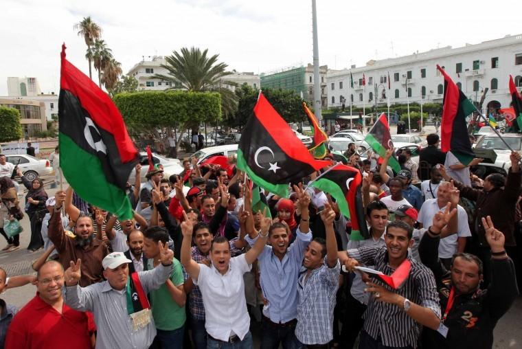 Libyans+celebrate+on+the+streets+after+the+death+of+Moammar%0AGadhafi.%0A%0A