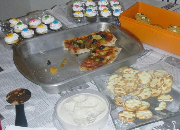 %22Happy%22+cupcakes%2C+vegan+pizza%2C+white+chocolate+raisin+cookies%0Aand+pita+chips+and+hummus.%0A