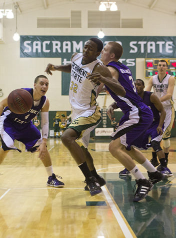 Men's basketball can't stop league-leading Weber State, still winless in conference