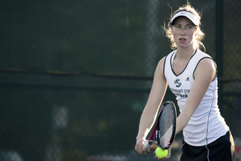 Women's tennis remains undefeated, takes both ends of doubleheader Friday
