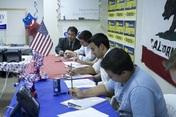 Sacramento State students write letters to troops overseas with Assembly candidate Peter Tateishi.