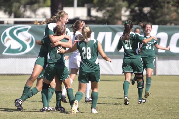 Women's soccer strives for rebound performance