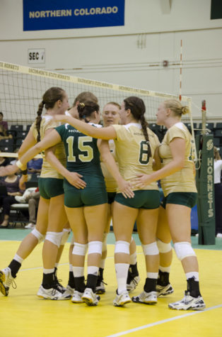 Volleyball prepares for tourney in Fresno