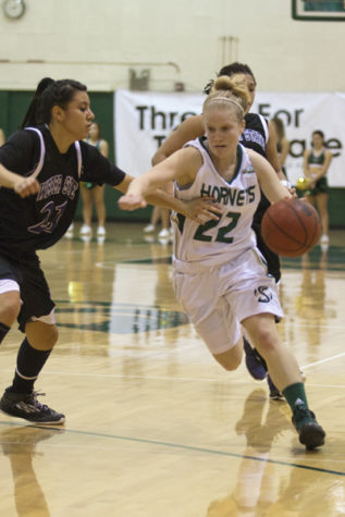 Women's basketball eclipses 100 points in win against Weber State