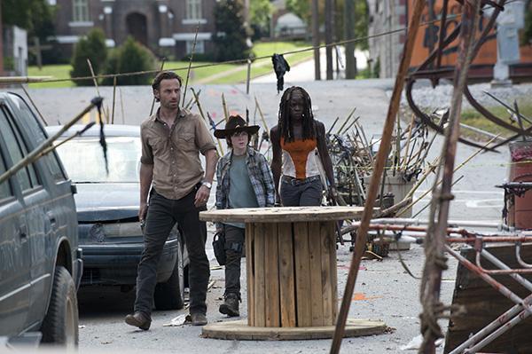 Rick Grimes (Andrew Lincoln), Carl Grimes (Chandler Riggs) and Michonne (Danai Gurira) - The Walking Dead - Season 3, Episode 12