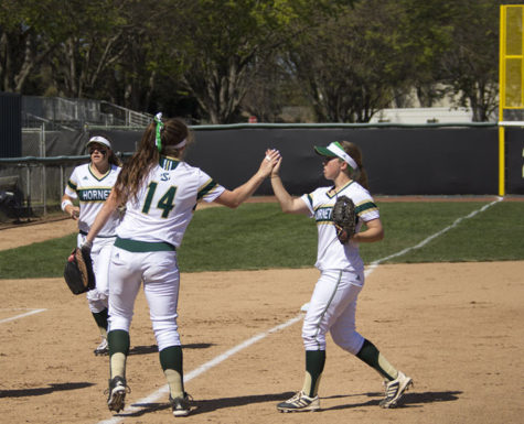 Softball wins on game-ending error against CSU Bakersfield
