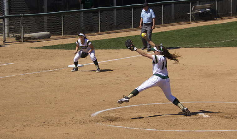 Softball splits doubleheader against CSU Bakersfield