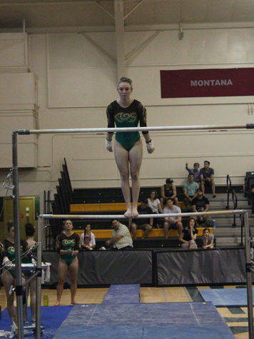 Gymnastics sets new school record of 196.000 in senior meet