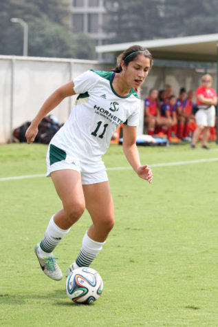 Women's soccer drops second straight