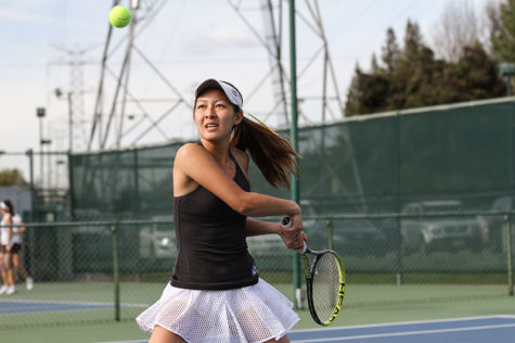 Women's tennis battles flu, drops match to Fresno State