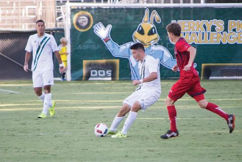 Senior midfielder Ivan Ramirez passes the ball to a teammate against Saint Mary's on Saturday, Sept. 24, 2016. Ramirez scored the only goal for the Hornets in a 1-1 draw. (Photo by Rich Merrill)