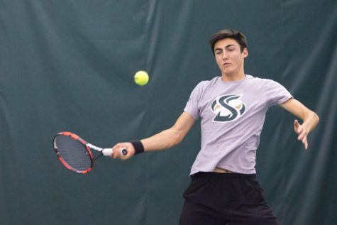 Men's tennis team remains undefeated in conference with doubleheader wins