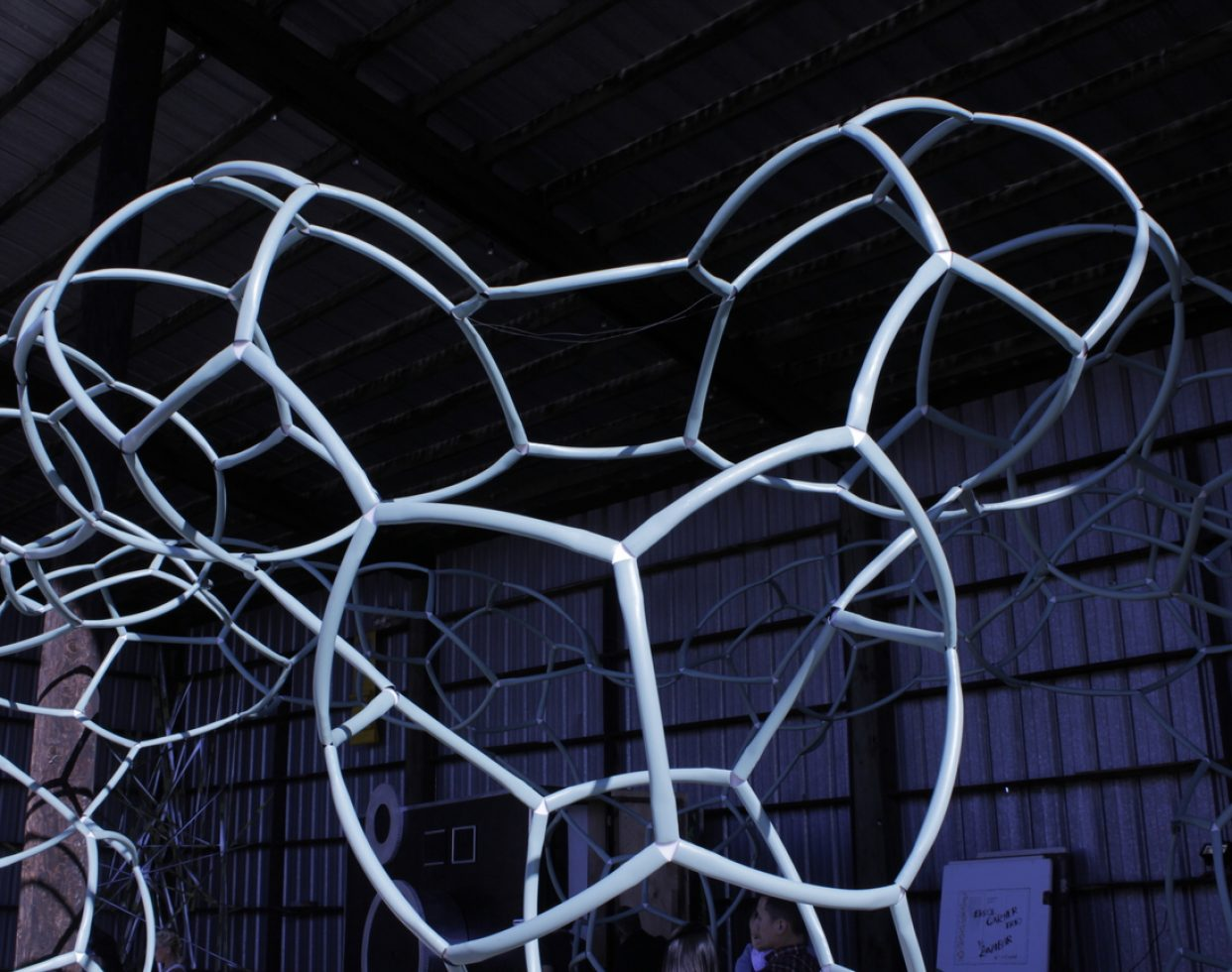 A sculpture made from HDPE pipes by Growetry