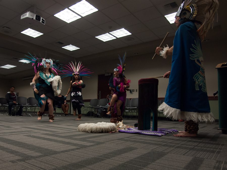 Native+American+dance+group+Ixtatutli%2FWhite+Hawk+performs+in+the+Foothill+Suite+of+the+University+Union+on+Tuesday.+%28Photo+by+Andro+Palting%29