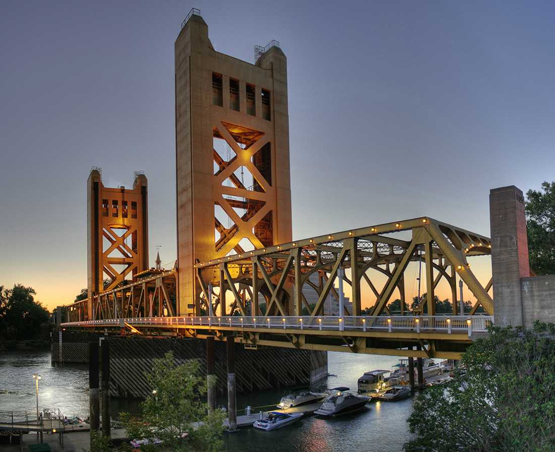 The Tower Bridge connects West Sacramento with Sacramento proper and has long served as one of the region's iconic landmarks. (Photo by Michael Grindstaff / Wikimedia Commons)