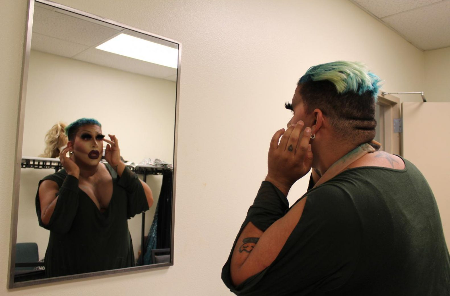"Sasha Glam Devaroe glues her six-layer eyelashes before the ""Life is a Drag"" show in the University Union Ballroom. (Rin Carbin – The State Hornet)"
