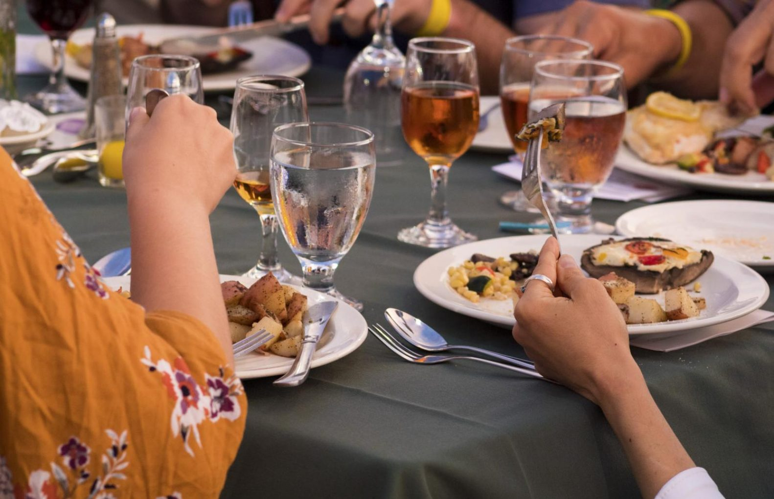 Guests eat their meals during Sacramento State second Farm-to-Fork dinner on the Guy West Bridge on Wednesday. (Matthew Nobert – The State Hornet)