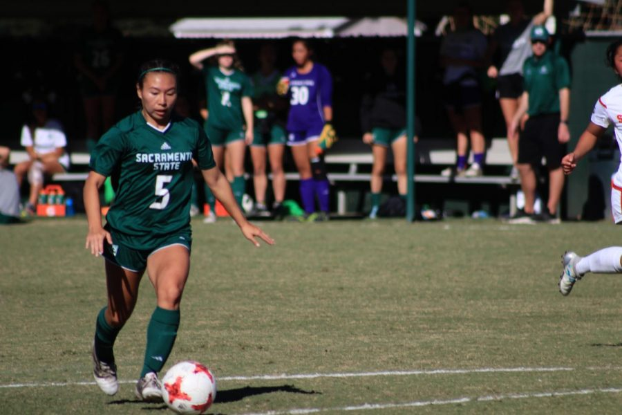 Women's soccer team keeps playoff hopes alive with 4-0 win