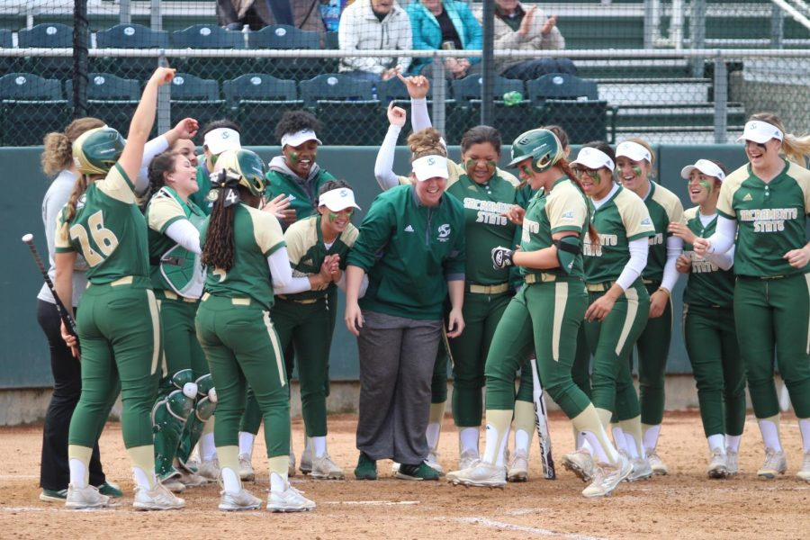 The+Sacramento+State+softball+team+celebrates+as+sophomore+outfielder+Suzy+Brookshire%2C+middle%2C+approaches+home+plate+after+hitting+her+second+home+run+of+the+game+against+Santa+Clara+University+at+Shea+Stadium+on+Saturday%2C+March+17%2C+2018.+The+Hornets+defeated+Santa+Clara+University+7-1.