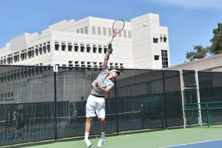Men's tennis team powers through Portland State 5-2