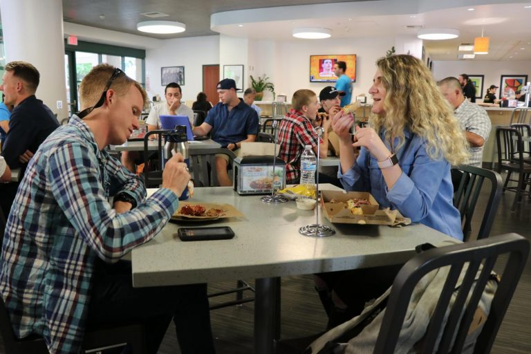 Sac State Round Table.Round Table Pizza Voted 2018 Best On Campus Dining At Sac State