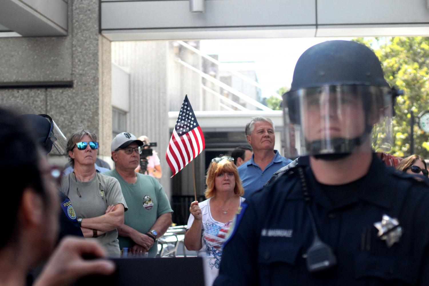 A+counter-protester+holds+an+American+flag+at+the+Black+Lives+Matter+Protest+Tuesday+Sept.+18+in+downtown+Sacramento.+Two+groups+of+protesters+clashed+outside+of+a+statewide+law+enforcement+expo.