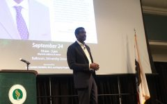 Chris Webber delivers speech at Sac State
