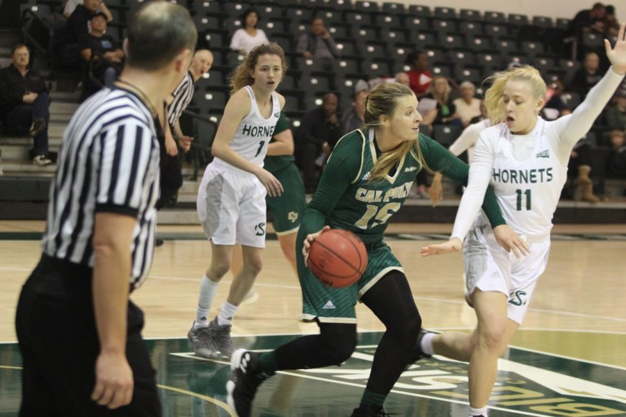Sac+State+freshman+guard+Summer+Menke+plays+defense+against+Cal+Poly+senior+forward+Katie+Nunnelley+in+a+88-85+win+against+the+Mustangs+Nov.+11.%0A