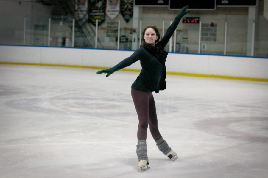Sac+State+graduate+student+Samantha+Mapes+skates+at+Skatetown+Ice+Arena+in+Roseville.+Mapes%2C+who+was+in+Disney+on+Ice+for+three+years%2C+shows+off+one+of+her+favorite+moves.