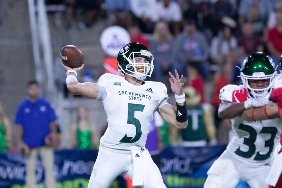 Sac+State+junior+quarterback+Kevin+Thomson+throws+a+pass+against+Fresno+State+on+Saturday%2C+Sept.+21+at+Bulldog+Stadium.+The+Bulldogs+defeated+the+Hornets+34-20.
