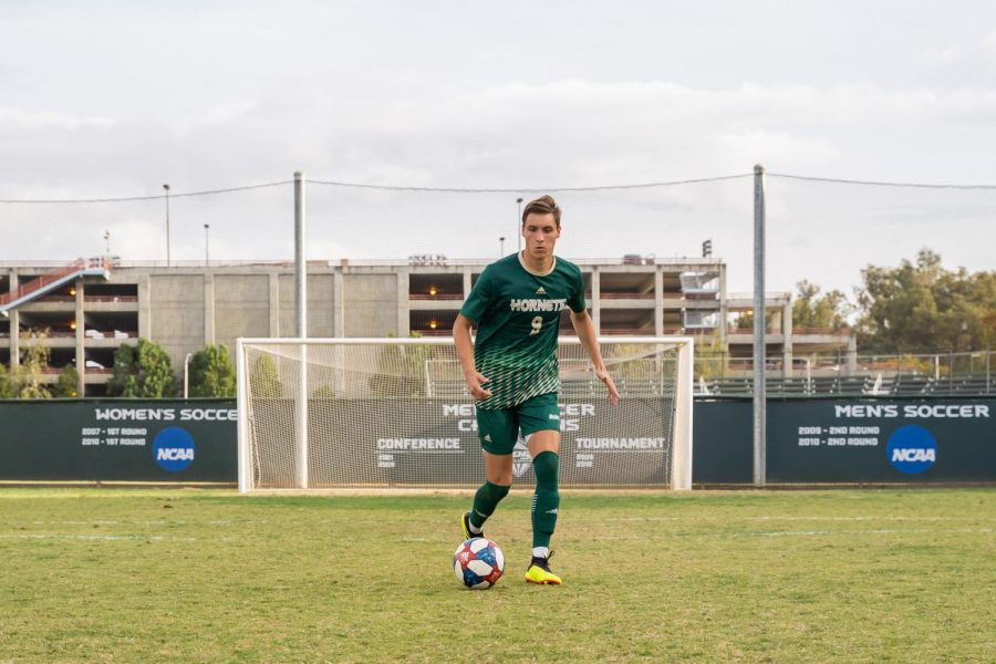 Sac+State+sophomore+forward+Benji+Kikanovic+dribbles+the+ball+Saturday%2C+Oct.+19+at+Hornet+Field.+Kikanovic+currently+has+4+goals+and+one+assist+in+the+2019+season.