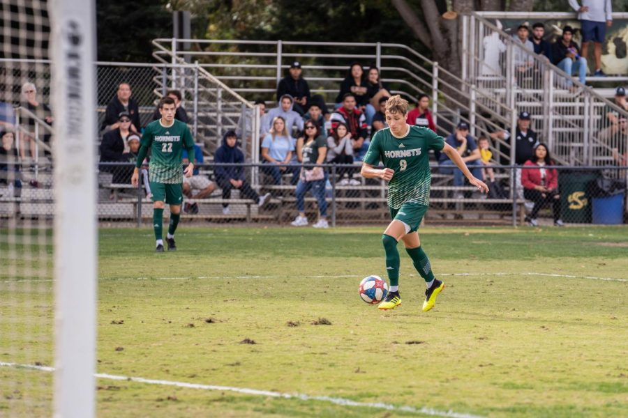 Sac+State+sophomore+forward+Benji+Kikanovic+dribbles+the+ball+Saturday%2C+Oct.+19+against+CSU+Fullerton+at+Hornet+Field.+Kikanovic+was+the+first+Hornet+freshman+to+earn+the+Big+West+Freshman+of+the+Year+Award+since+the+program+joined+the+league+in+2012.