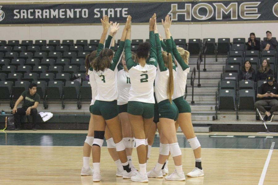 Members+of+the+Sac+State+volleyball+team+celebrate+a+set+win+against+Idaho+on+Thursday%2C+Oct.+31+at+The+Nest.+The+Hornets+went+1-1+on+their+recent+road+trip+and+now+have+a+record+of+13-14+%288-6+Big+Sky+Conference%29+headed+into+the+final+two+weeks+of+the+regular+season.