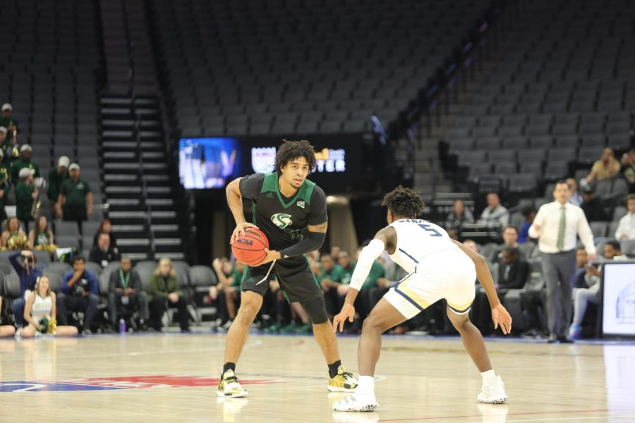 Sac+State+sophomore+guard+Brandon+Davis+pivots+while+being+guarded+by+UC+Davis+freshman+guard+Ezra+Manjon+on+Wednesday%2C+Nov.+20+at+Golden+1+Center.+Davis+had+a+game-high+four+offensive+rebounds+and+nine+rebounds+total+in+the+win.