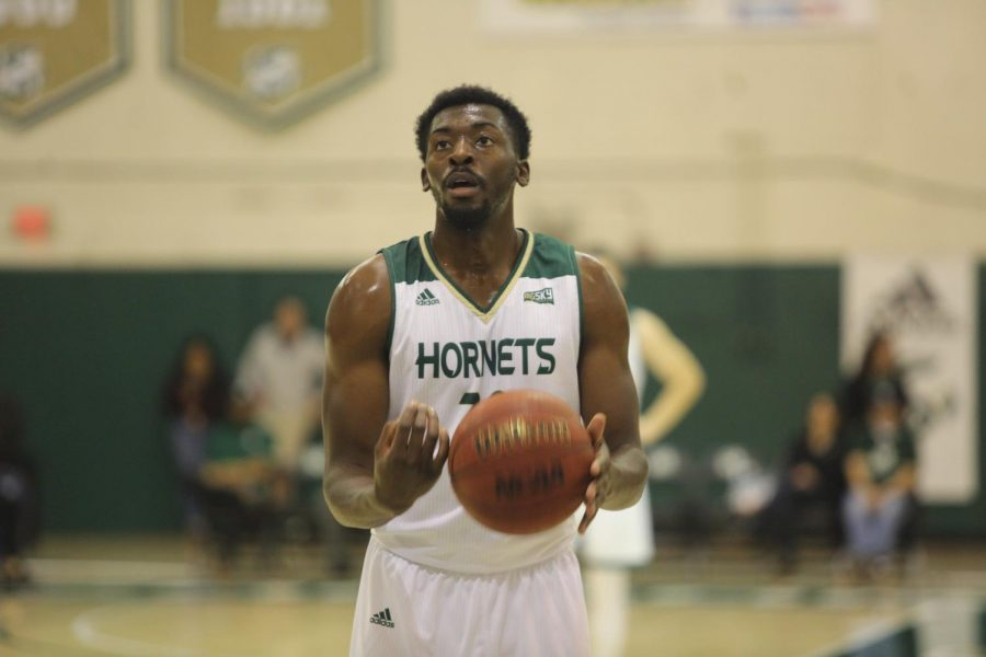 Sac+State+senior+center+Joshua+Patton+prepares+to+shoot+a+free+throw+against+Cal+Poly+on+Wednesday%2C+Dec.+18+at+the+Nest.+The+Hornets+defeated+the+Mustangs+57-56.
