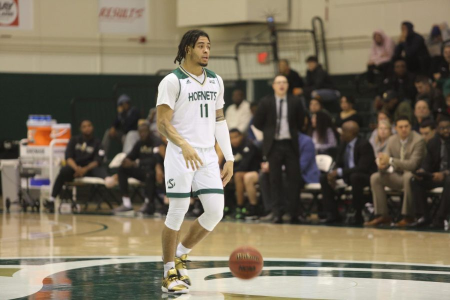 Sac+State+sophomore+guard+Brandon+Davis+dribbles+at+midcourt+against+Cal+Poly+on+Wednesday%2C+Dec.+18+at+the+Nest.+Davis+had+one+point+and+four+assists+in+the+win.