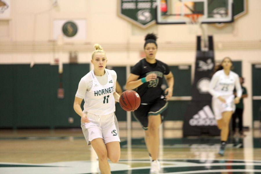 Sac+State+sophomore+guard+Summer+Menke+drives+down+the+lane+against+Pacific+Union+on+Thursday%2C+Dec.+19+at+the+Nest.+Menke+had+13+points+on+6-15+from+the+field+in+the+win.
