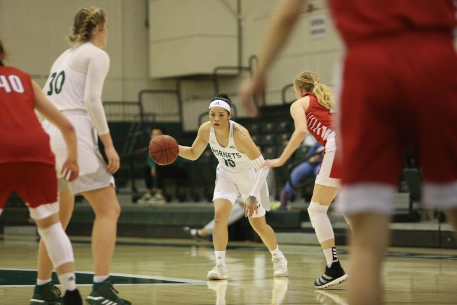 Sac State senior guard Gabi Bade prepares to go around a screen set by senior forward Kennedy Nicholas against Southern Utah on Saturday, Jan. 18 at the Nest. The Hornets defeated the Thunderbirds 87-82.