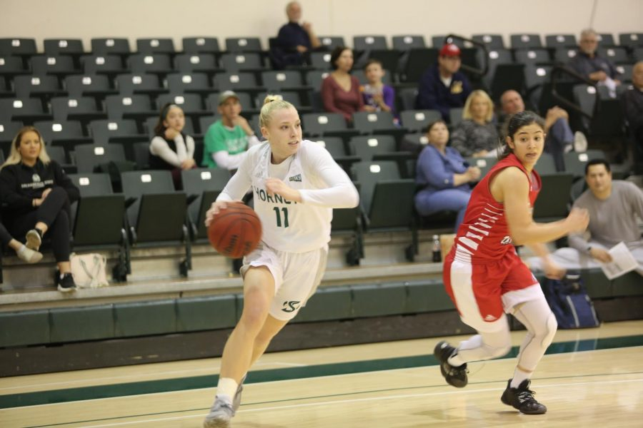 Sac+State+sophomore+guard+Summer+Menke+sprints+past+Southern+Utah+senior+guard+Rebecca+Cardenas+against+the+Thunderbirds+on+Saturday%2C+Jan.+18+at+the+Nest.+The+Hornets+won+74-67+at+Eastern+Washington+on+Saturday+afternoon.