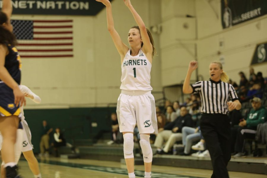 Sac+State+sophomore+point+guard+Milee+Enger+shoots+a+3-pointer+against+Northern+Colorado+on+Thursday%2C+Jan.+16+at+the+Nest.+Enger+had+three+assists%2C+two+rebounds+and+two+steals+in+the+loss.