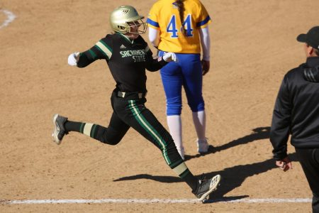 Softball advances in tournament with wins over Southern Utah, Idaho State