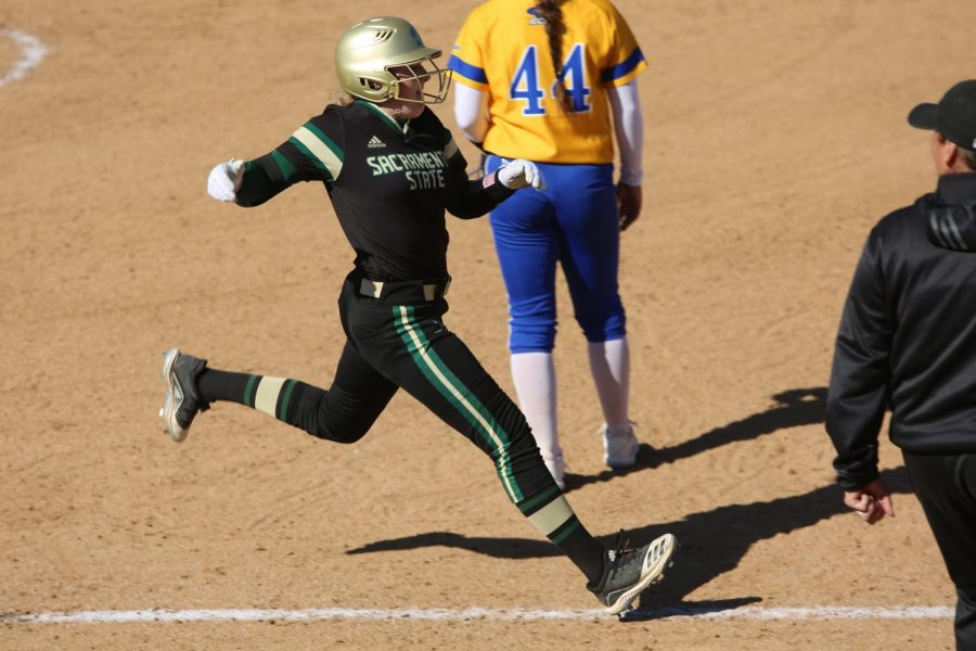 Sac+State+freshman+outfielder+Haley+Hanson+runs+to+first+base+against+UC+Santa+Barbara+at+Shea+Stadium+on+Sunday%2C+Feb.+9.+The+Hornets+defeated+UC+Santa+Barbara+5-1.
