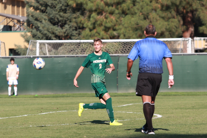 Sacramento State freshman forward Benji Kikanovic tries to gain possession of the ball during a match against UC Riverside on Saturday, Oct. 20, 2018. Kikanovic signed a one year deal with the San Jose Earthquakes on Feb. 16, 2021.