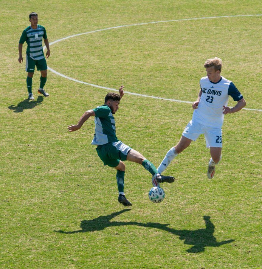 CSUS_UC_Davis_Men%E2%80%99s_Soccer_Posuniak_2