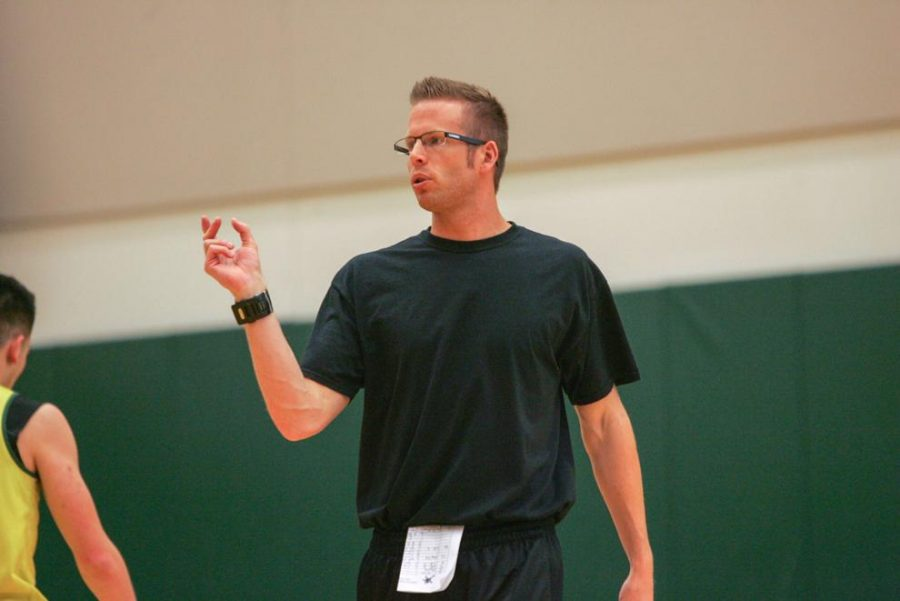 Oregon women's basketball associate head coach Mark Campbell instructs players at a practice on October 7,2015. Sac State women's basketball made a splash hire with the naming of Mark Campbell, who once helped lead University of Oregon to the final four, as the program's next head coach. (Steven Ahn/ Daily Emerald)