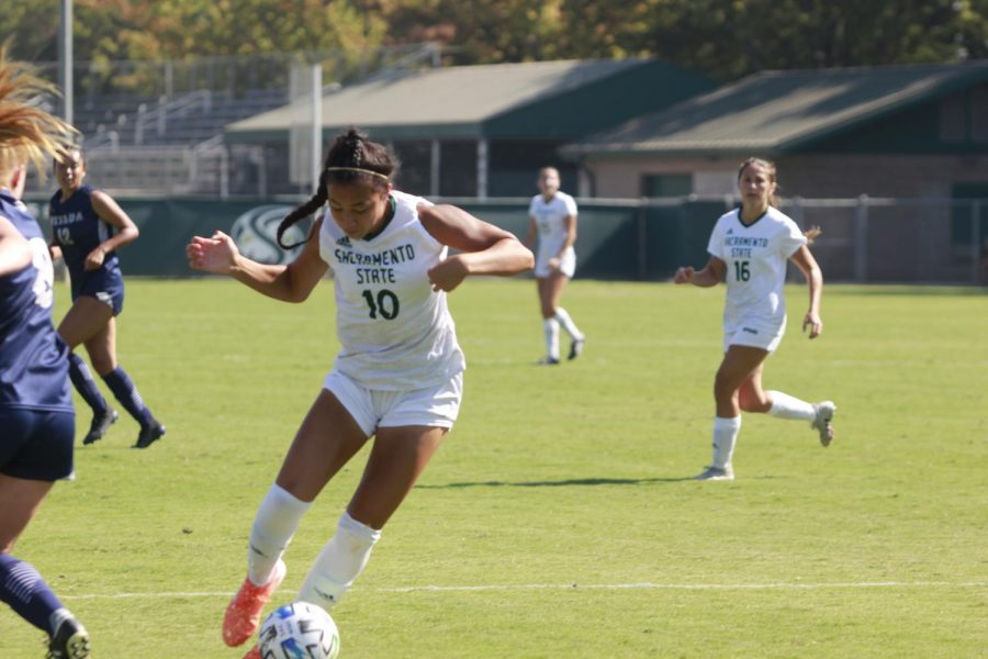 Senior+forward+Tiffany+Miras+dribbles+through+defenders+Sunday%2C+Sept.+4%2C+2021%2C+at+Hornet+Soccer+Field.+The+Hornets+dominated+the+University+of+Nevada%2C+Reno+Wolfpack+in+a+3-0+win+after+coming+to+life+offensively+in+the+second+half.