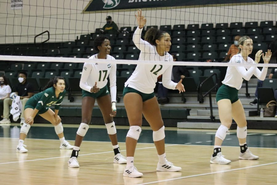 Sac+State+volleyball+lines+up+in+its+first+set+against+the+Northern+Arizona+Lumberjacks+on+Oct.+7%2C+2021.+The+Hornets+lost+in+three+sets+in+their+first+home+game+after+a+two-game+victory+streak+on+the+road.