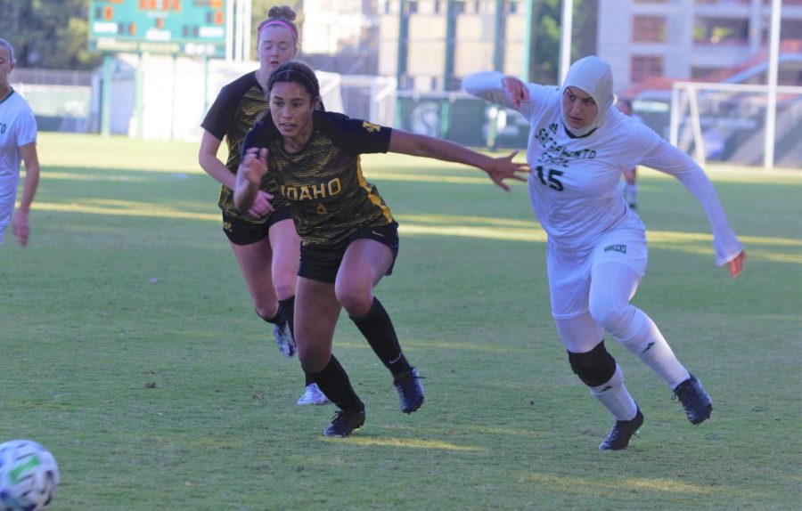 Freshman+forward+Danna+Restom+battling+with+an+Idaho+defender+Friday%2C+Oct.+8%2C+2021+at+Hornet+Field.+The+Hornets+defeated+the+Idaho+Vandals+Friday+for+their+first+Big+Sky+win+of+the+season.%0A